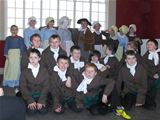 Dalry P6 pupils visit Robert Burns birthplace (2012)