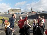 Dalry P5 learning about anemometers with Ranger Pete (2008)